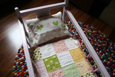 Doll cot and quilt cu