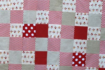 Red and white cot quilt cu