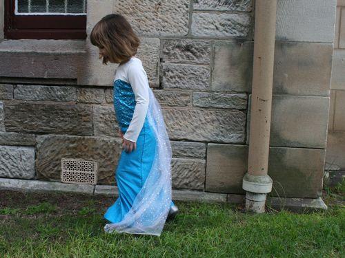 Elsa dress side