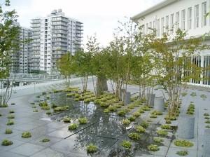 Keio_roof_garden_1